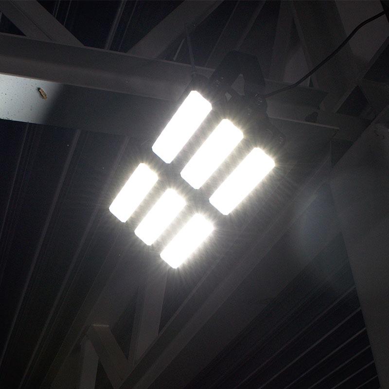 Strålkastare med LED lyser upp stora arbetsplatser